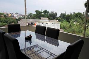 Rose Chamber Bed And Breakfast Bandung - Balkon