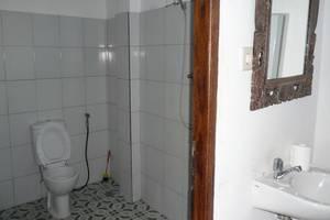 C'est Bon Homestay 1 Bali - Standar kamar mandi