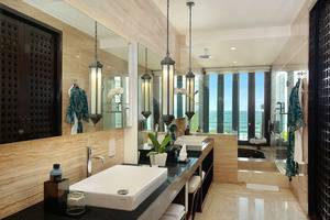Seminyak Beach Resort Bali - The Suite - Bathroom
