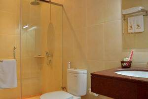 Kertanegara Premium Guest House Malang - Bathroom