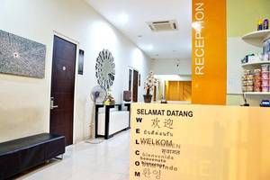 RedDoorz near Plaza Marina Surabaya - Resepsionis