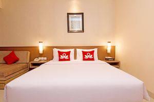 ZenRooms Benesari 6 Legian Kuta Bali - Tampak tempat tidur double
