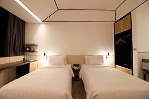 GAIA Cosmo Hotel Jogja - Deluxe Tempat Tidur Twin