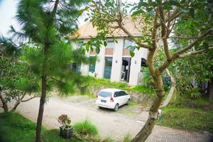 Mutiara Home Villa Garut - Extra Parking Area
