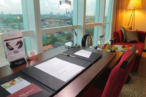 The Alana Surabaya Surabaya - Writing Desk