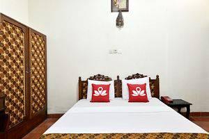 ZEN Rooms Pasar Kembang 1