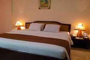 Hotel Merdeka Madiun - RUANG TAMU KAMAR DELUXE