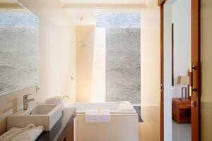 Kubu Manggala Villas Seminyak Bali - Kamar mandi