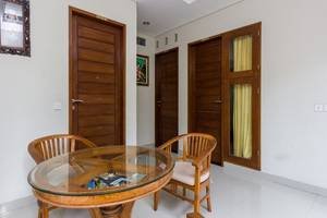 RedDoorz @Poppies Lane Two Bali - Ruang tamu