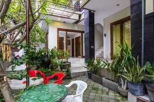 RedDoorz @Poppies Lane Two Bali - Eksterior