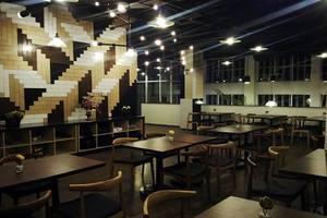 MaxOne Hotel Surabaya - Ruang makan