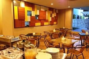Hotel New Coklat Surabaya - Ruang makan