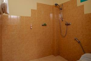 Hotel La Hasienda Kupang - Bathroom