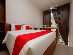 RedDoorz Plus near Paragon Mall Semarang