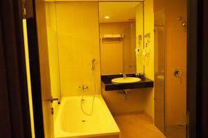 Arnava Ninety 8 Hotel  Bali - Kamar mandi