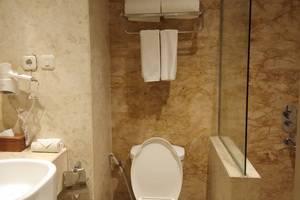 Hotel Syariah Solo - bathroom