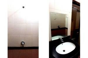 Family Guest House Baratajaya 56 Surabaya - Kamar mandi