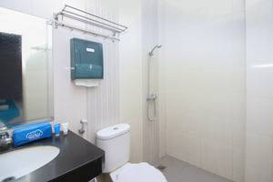 Airy Medan Helvetia Tengku Amir Hamzah 38 - Bathroom