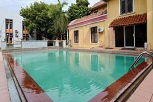 ZEN Rooms Duren Sawit Dermaga - Kolam Renang