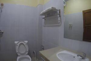 Hotel Lux Melati Belitung - toilet