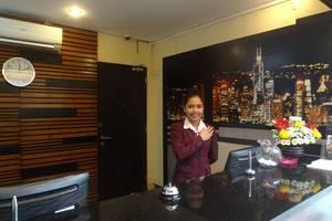 Prasada Mansion Jakarta - Meja depan
