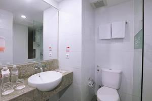 favehotel Kuta Kartika Plaza - favehotel Kartika STANDARD ROOM BATHROOM
