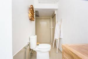 RedDoorz @Kedungu Beach Tanah Lot - Kamar mandi