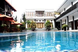 Radiant Villa Lembang - kolam renang