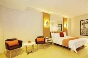 Hotel Pyrenees Jogja - Kamar Junior