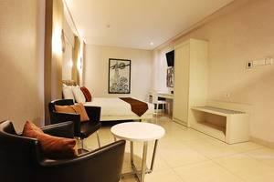 Hotel Pyrenees Jogja - Junior Suite 1 Bed Besar
