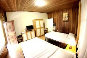 Hotel Pesona Bamboe Bandung - clasic pool view