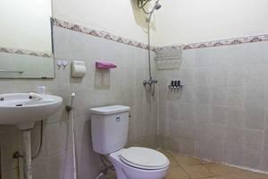 RedDoorz @ Kemang Ampera Jakarta - Kamar mandi