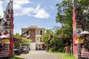 RedDoorz near Semawang Beach Sanur Bali - Gerbang Masuk