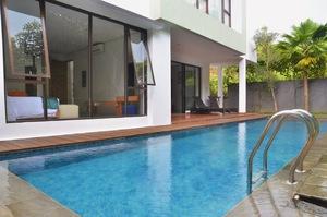4 BR 2 Villa Dago City View Pool 2 Bandung - Kolam