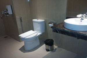 Sunbreeze Hotel Jakarta - Bathroom