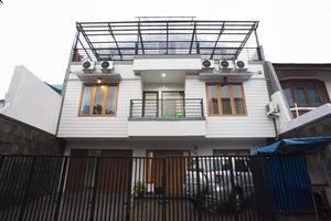 RedDoorz @Blok A Jakarta - Tampilan Luar Hotel