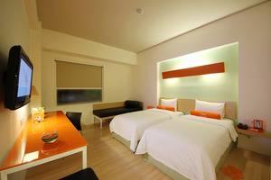HARRIS Sentul - twin bed