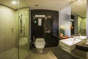 HARRIS Hotel Seminyak Bali - Kamar mandi unik HARRIS
