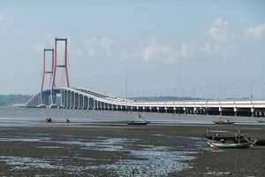Gunawangsa Manyar Hotel Surabaya - Jembatan Suramadu