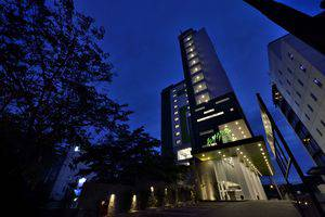 Whiz Hotel Sudirman Pekanbaru - Bagian Luar Bangunan