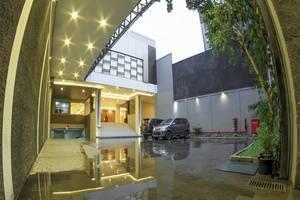 de Laxston Hotel  Yogyakarta - Eksterior