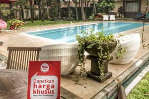 NIDA Rooms Lembang Diamond Bandung - Kolam Renang