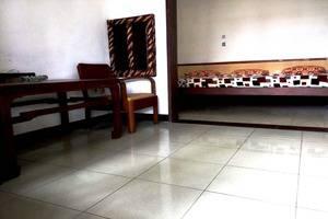 Hotel Buah Sinuan Bandung - Kamar type Family Terrace untuk max 5 orang Dewasa. Di depan kamar ada Terrace.