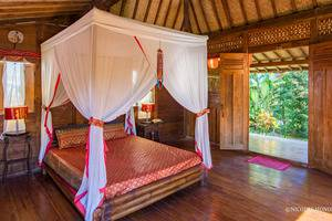 Hati Padi Cottages Bali - Red bed room