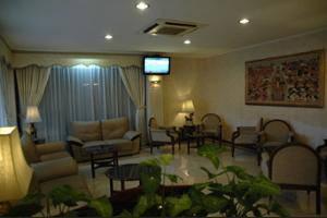 Riyadi Palace Hotel Solo - Lobby Sitting Area
