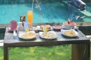 Rona Accommodation Bali - Area makan luar