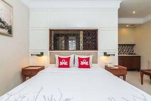 ZEN Premium Dewi Saraswati Seminyak Bali - Tampak tempat tidur double