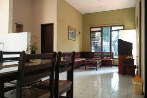 Patria Garden Hotel Blitar - Living room 3 in 1