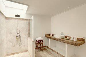 Nipuri Hotel Bali - Kamar mandi Suite Studio Onebedroom