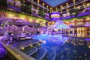 The Crystal Luxury Bay Resort Nusa Dua Bali - Pool